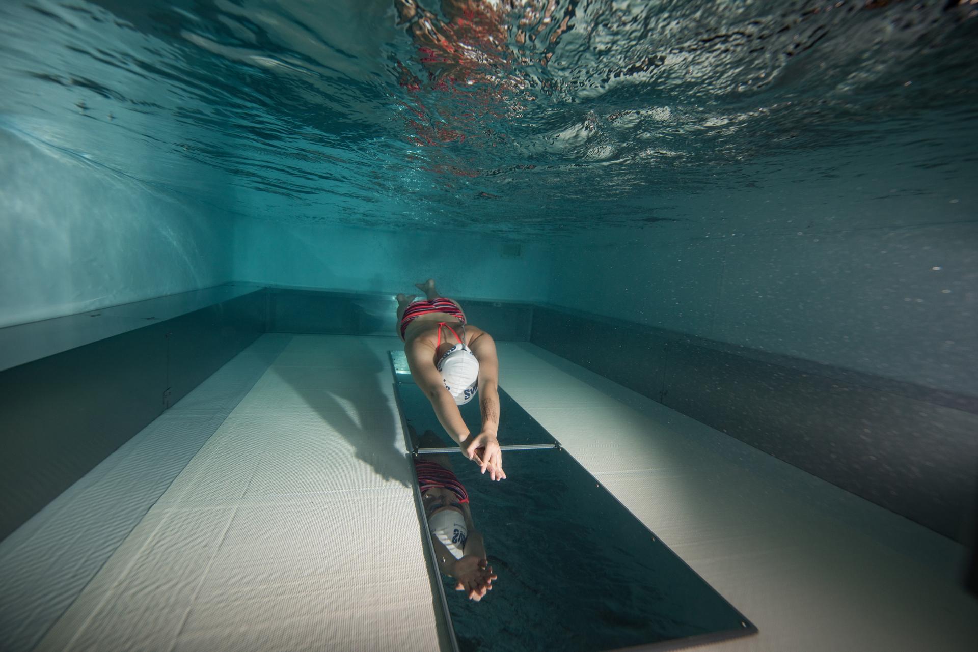 Yetişkinler için yüzme dersleri Yetişkinler için yüzme dersleri sayesinde yetişkinlerin doğru güvenli ve hızlı bir şekilde yüzme öğrenmeleri için SwimLabs başarısı kanıtlanmış ve yenilikçi bir yöntem sunmaktadır.