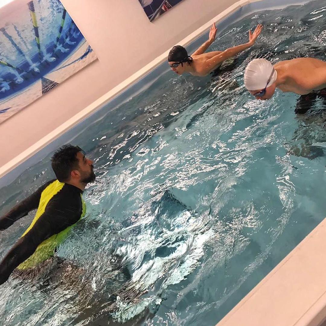 Tesisimiz, her seviyedeki yüzücülerin, kendi ihtiyaçlarını karşılamak üzere kişiselleştirebilecekleri eğitmenler ile tamamen kişiselleştirilmiş bir ortamda sadece yüzmeye odaklanmalarını sağlayan küçük ama sonsuz havuzlara sahiptir.
