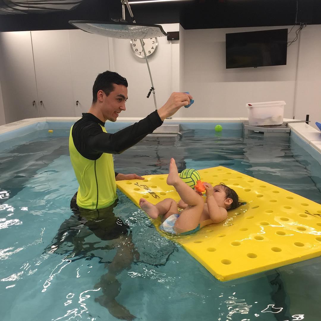 BEBEKLER İÇİN YÜZME DERSLERİ 4 Aylık bebeklerden başlayan yüzme dersleri ve yüzme eğitimlerimize bekliyoruz.
